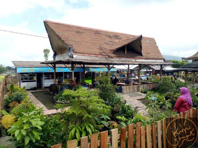 Liburan Ke Cafe Sawah Pujon Nuansa Sejuk Persawahan Dan Spot Foto